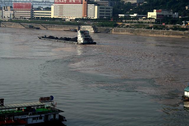 長江と嘉陵江(かりょうこう)との境