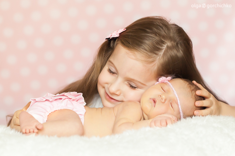 Newborn baby Yulia with sister