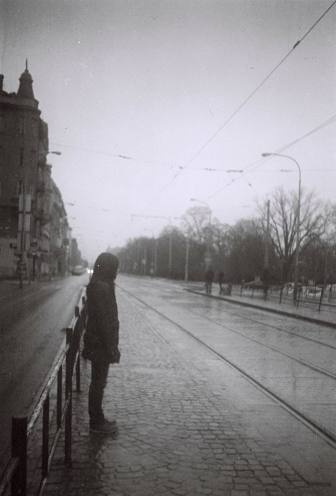 Agfa Billy Record 7.7 - Woman at Tram Stop in Rainy Day