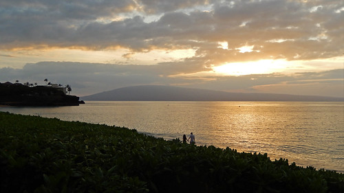 ocean november sunset vacation beach clouds hawaii inn cloudy maui coolpix blackrock kaanapali cloudsstormssunsetssunrises