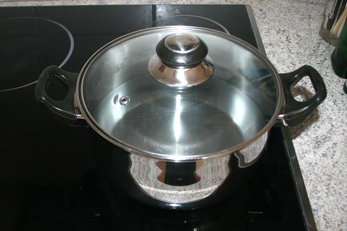 25 - Topf mit Wasser aufsetzen / Bring pot with water to boil
