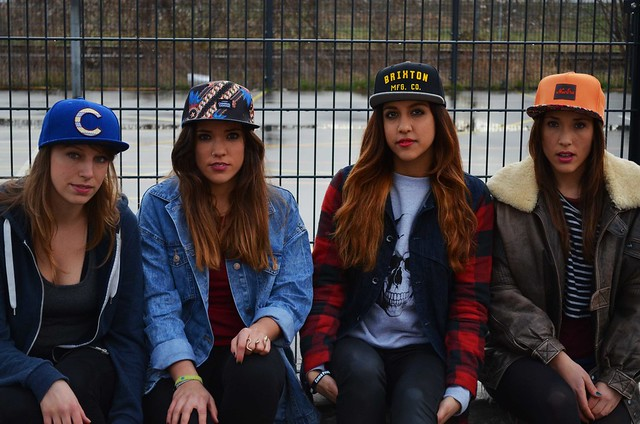 Caro, Belén, Dina y Alba para la sesión de fotos de Chicks with Caps