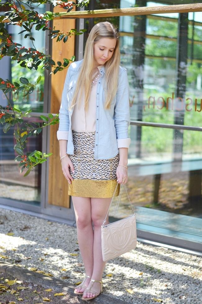 Outfit Glitzer und Gold im Alltag (3)