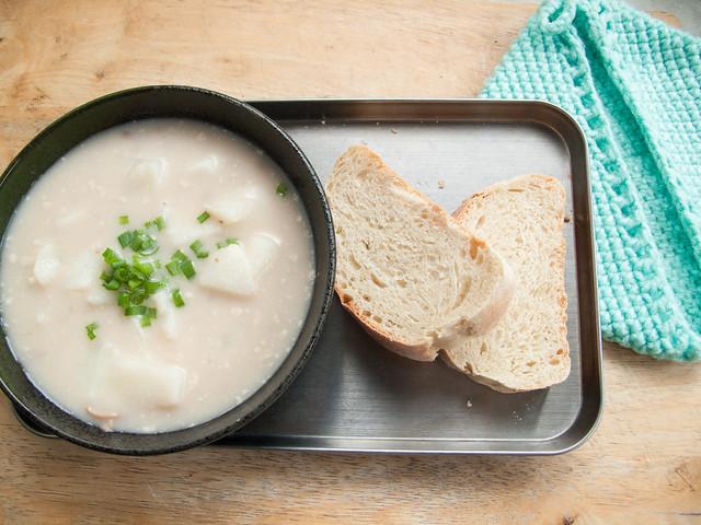 019 午餐 : 生淮山蘑菇汤 + 面包