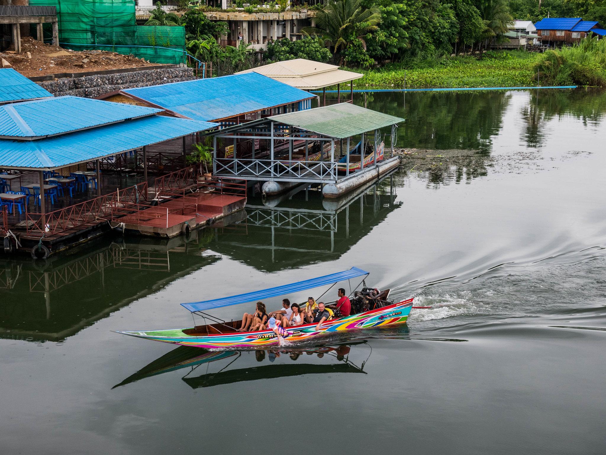 Marché flottant et pont de la rivière Kwaï