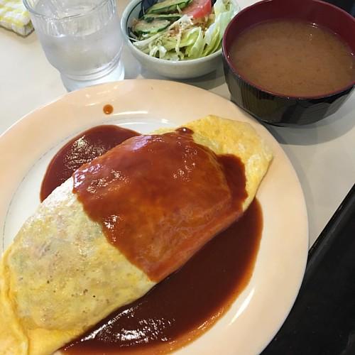 今日は岩塚で先輩と喫茶店ランチ。昭和テイストなオムライス! #lunch #japan #japanese