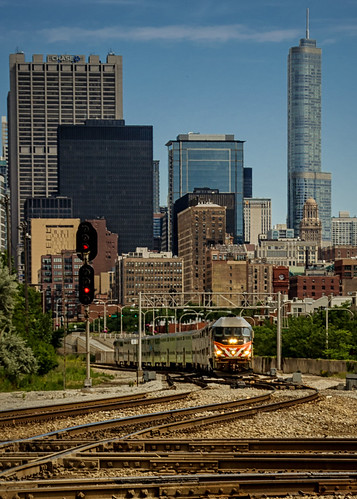 metra406 metx406 mpimp36ph3s rockislanddistrict commutertrain outbound transportation chicagoillinois cityofchicago urban southloop thewindycity chitown downtown skyline cityscape landscape architecture highrises railroadtracks signals semaphores diamondcrossing july summer cookcounty locomotive engine nikond5100 tamron18270 photoshop thanksbine cabadil moon stars