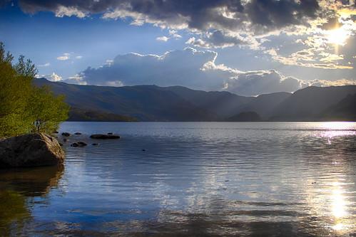 Lago de Sanabria con las luces del ocaso