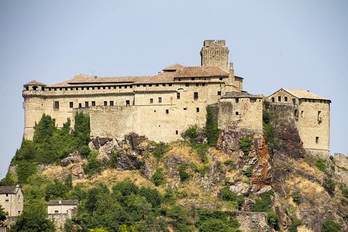 Bardi, Il castello dei Landi