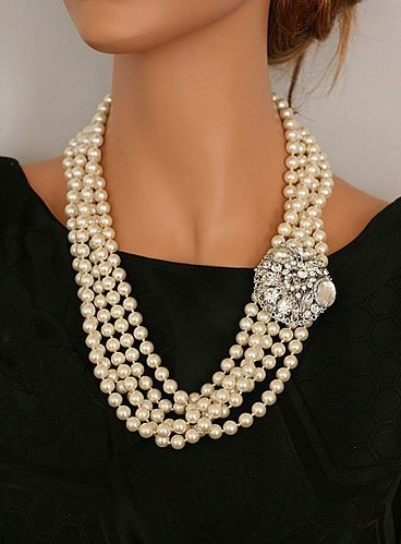 classic pearl necklace with diamond clip