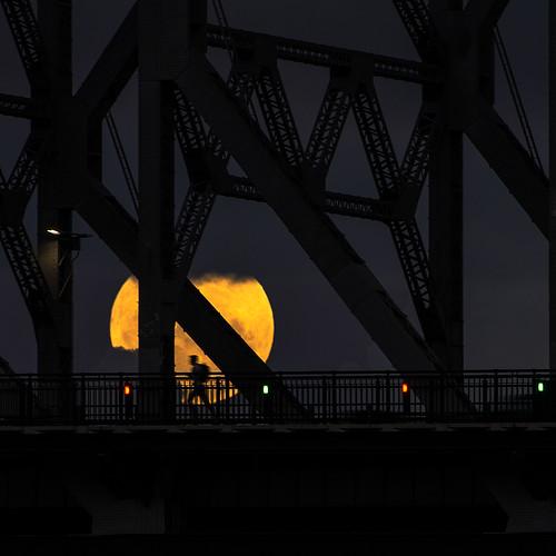 people moon pentax brisbane explore queensland storybridge k5 silhouettephotography smcpda300mmf40edifsdm