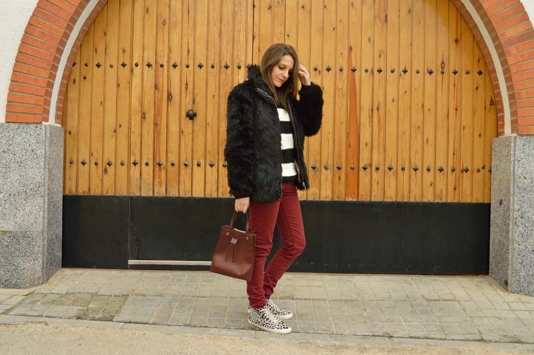 lara-vazquez-madlula-blog-burgundy-black-casual