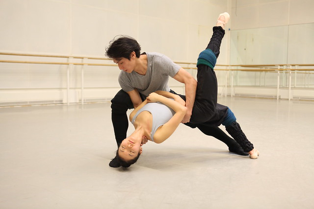 Royal Ballet Dancers Kenta Kura and Yuhui Choe in rehearsals with Mayuri Boonham for Ex Nihilo / The Human Edge © ROH / Ruairi Watson