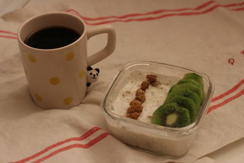 Porridge cru sarrasin / yaourt / mûres blanches / kiwi