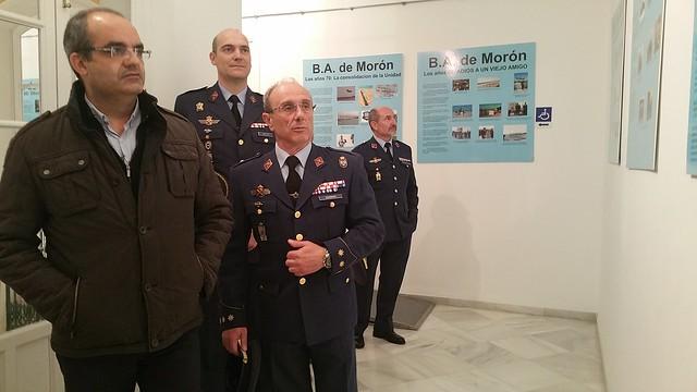 AionSur 16513307382_8791dda0fd_z_d El alcalde de Arahal dice que la Base aérea forma parte de los recuerdos de los vecinos y por eso permite la exposición sobre su historia Sin categoría
