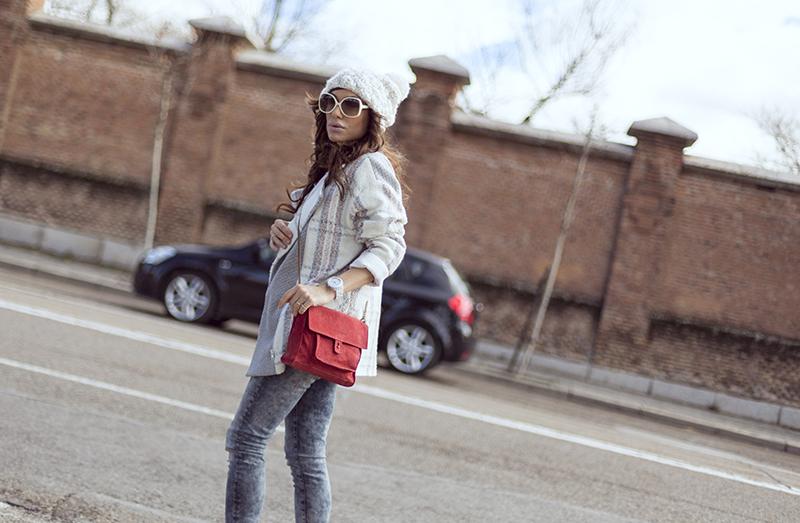 street style barbara crespo white beanie mou boots hakei bag fashion blogger outfit blog de moda