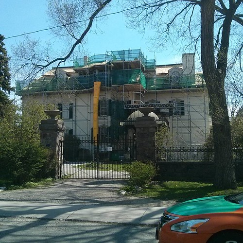 Spadina House, being repaired #toronto #janeswalk #lovetowalk #lakeiroquois #glaciallakeiroquois #spadinahouse #spadinamuseum