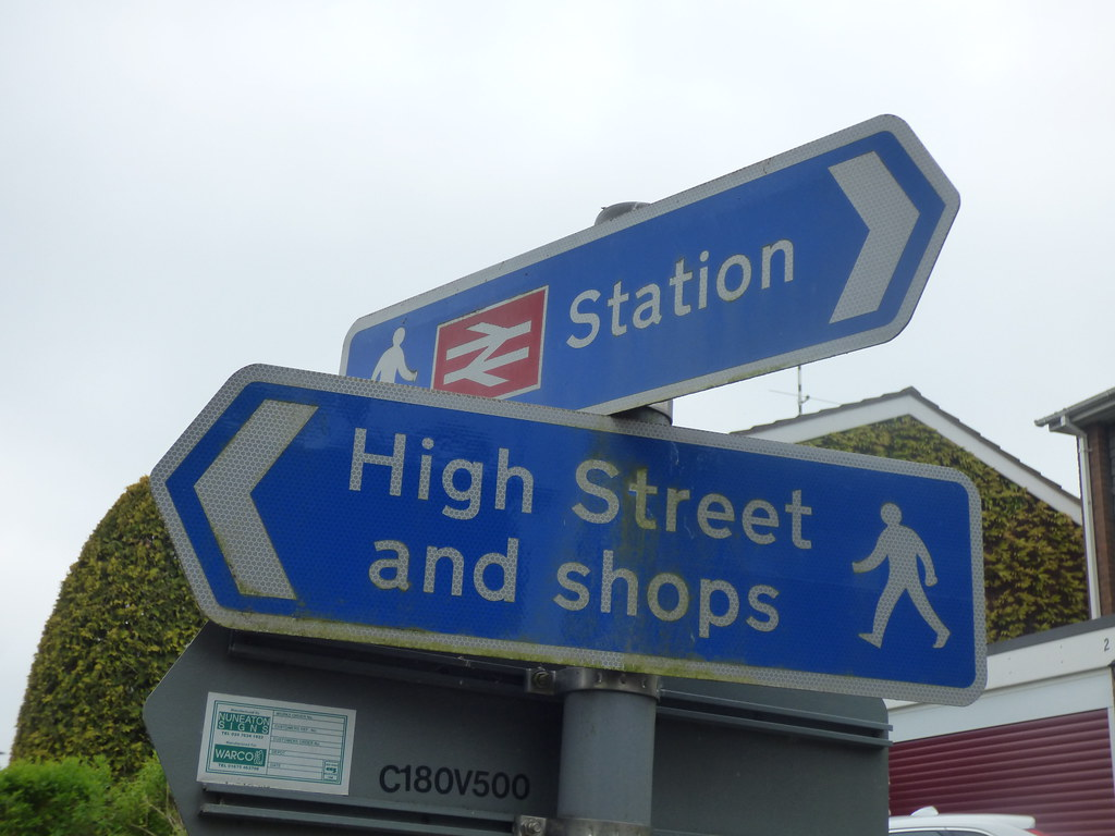 Heart of England Way - Henley-in-Arden via Swan Croft - signs - Station, High Street and Shops