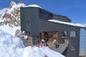 Cosmiques-Hütte, Refuge des Cosmiques, 3613 m, neben der Aiguille du Midi am Montblanc. Foto: Günther Härter.