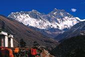 Trekkingtour Nepal ins Khumbu-Gebiet. Mount Everest, 8848 m, und Lhotse, 8501 m, vom Sherpa-Kloster Tengpoche. Foto: Günther Härter.