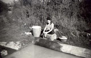 France, 1947-1948, une femme au lavoir