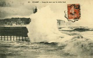 Fécamp: coup de vague sur la jetée Sud