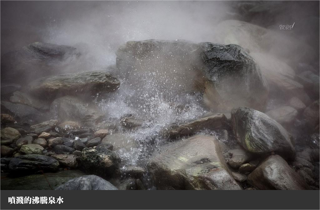 噴濺的沸騰泉水
