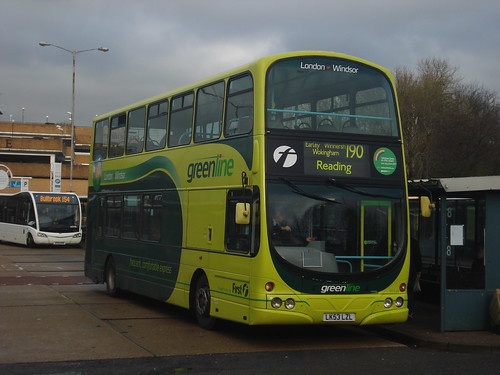 First Beeline 32348 on Route 190, Bracknell