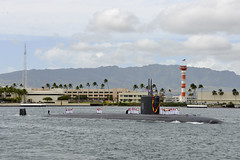 USS Santa Fe (SSN 763) returns  to Joint Base Pearl Harbor-Hickam Jan. 28. (U.S Navy photo by Mass Communication Specialist 1st Class Jason Swink)