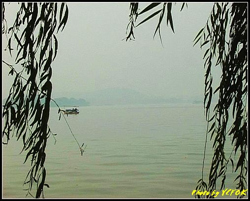 杭州 西湖 (其他景點) - 612 (古湧金門一帶 西湖上的小遊船 背景是西湖十景之 柳浪聞鶯)