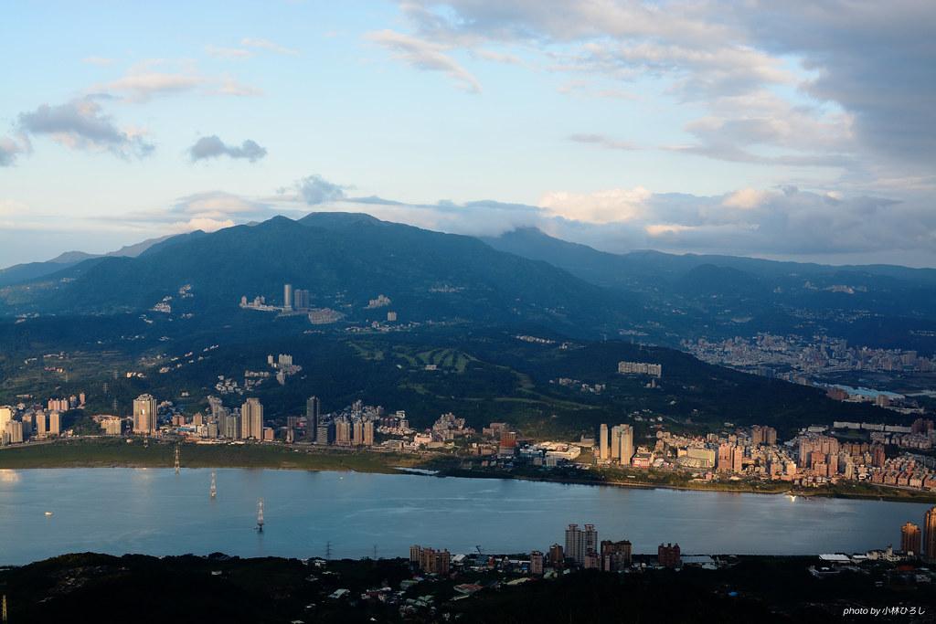 硬漢嶺遠眺淡水、大屯山脈
