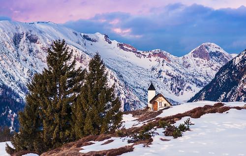 schnee winter snow mountains church berg clouds sunrise tirol österreich europa cloudy hiking wolken sonnenaufgang wandern gebirge achensee karwendel kapelle gipfel travelphotography reisefotografie rofan astenau berggehen astenberg