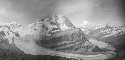 Mt. Robson, the Robson Glacier, Berg Lake: 1911