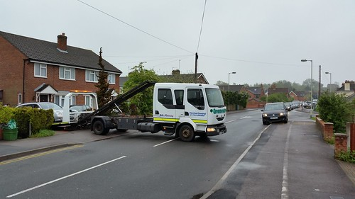 Idiotic recovery truck driver decided to block the road for 10 minutes during rush hour causing traffic chaos...