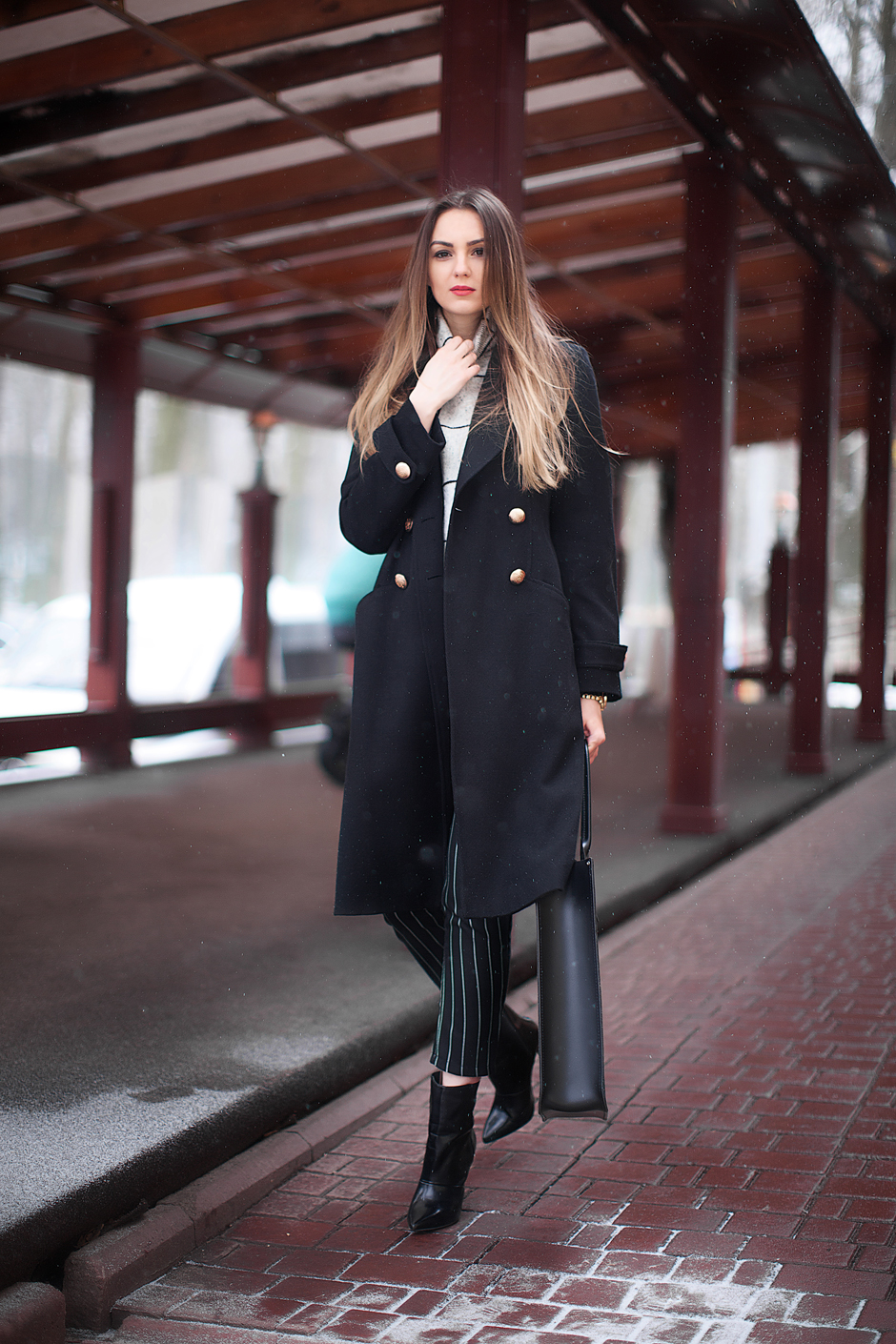 how-to-wear-a-black-maxi-coat-outfit