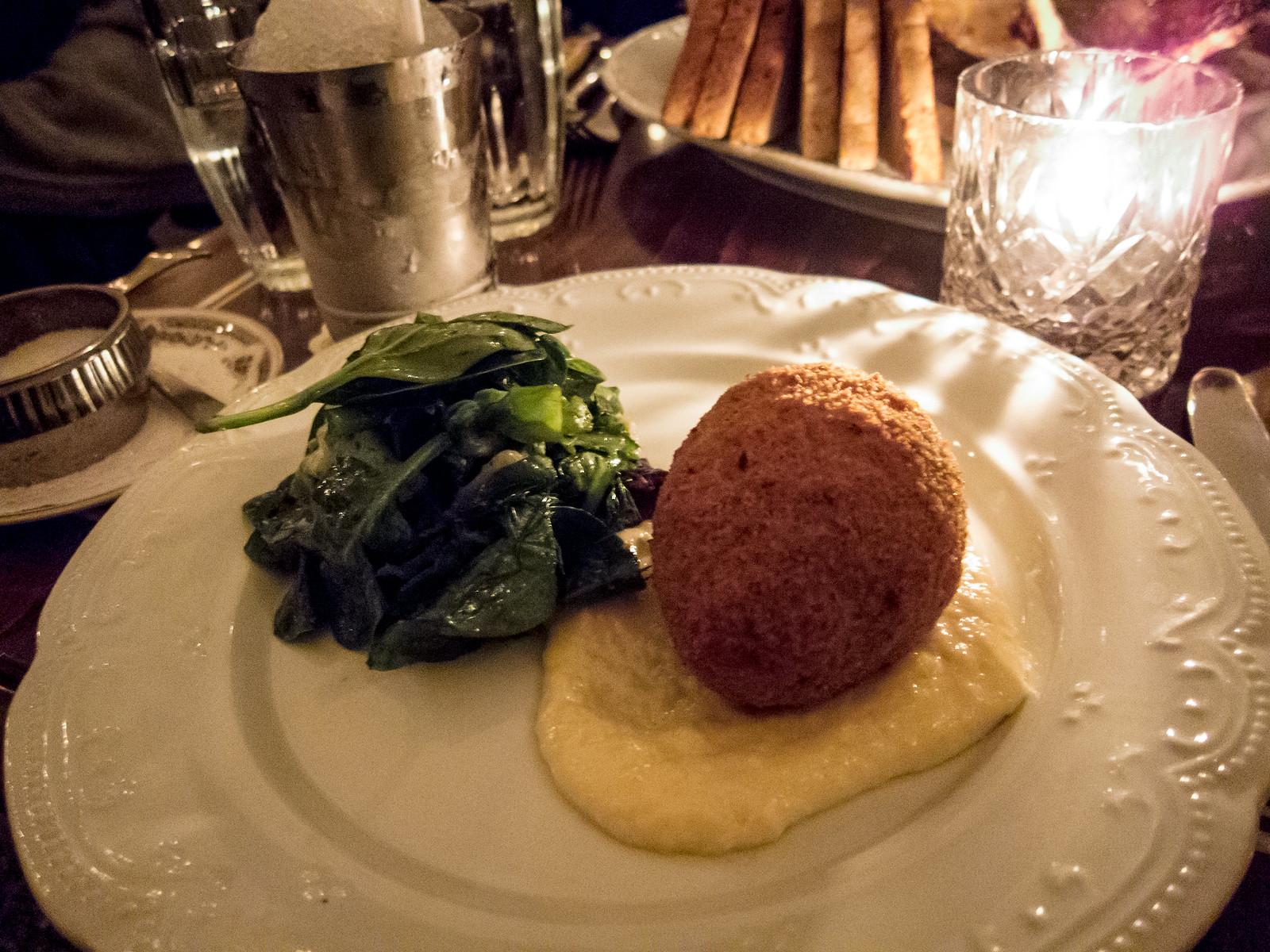xiaoeats toronto food blog montreal taverne square. Black Bedroom Furniture Sets. Home Design Ideas