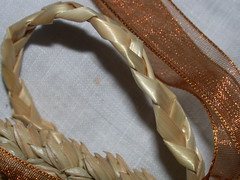 Gold Plaited Bow Favour (3)