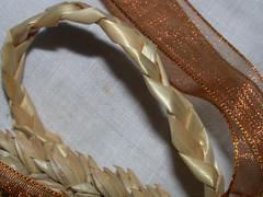 Gold Plaited Bow Favour (3)