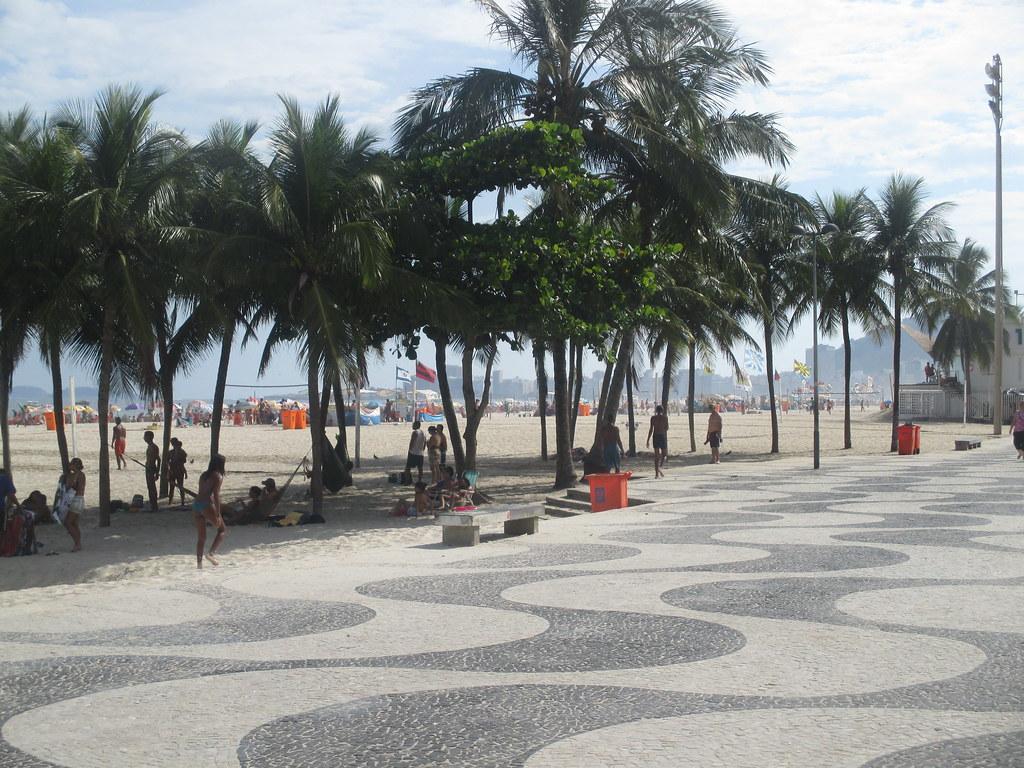 Le dessin de la promenade typique de Copacabana et Leme