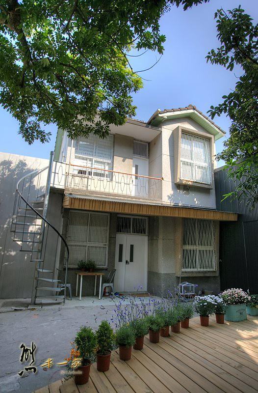台南靜巷老屋住宿|大樹下老宅民居