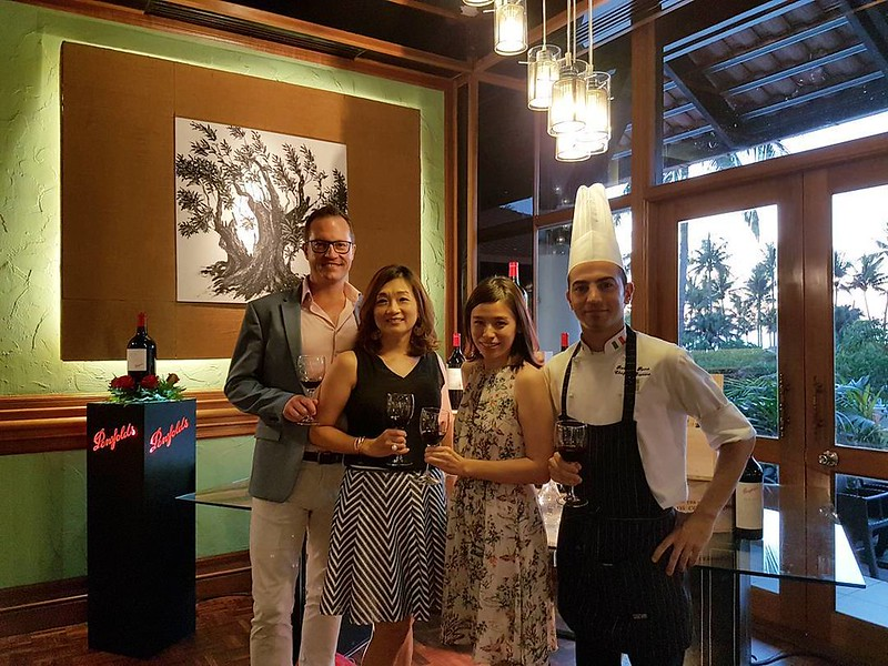 Group photo with Patrick Dowling Penfolds ambassador, Ms Meng from @winecellarskk and @robbpinna Italian chef of Peppino before Penfolds wine dinner at Peppino,@shangrilatah ?