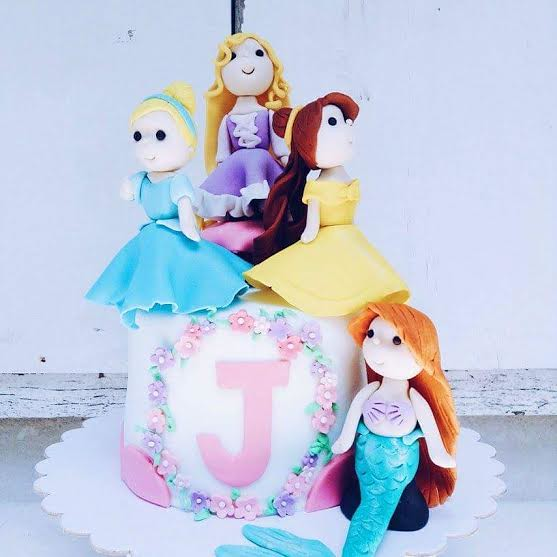 Adorable Disney Princesses Cake by Muzie Ragasajo of Sweet Bee