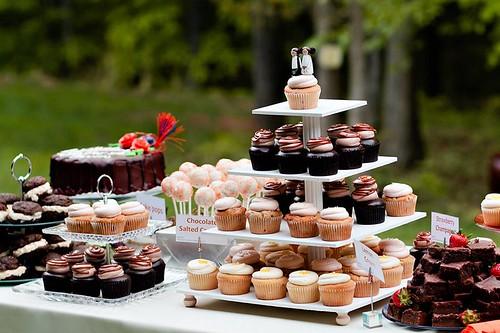 dessert-bar-cupcakes-cakes-cakepops
