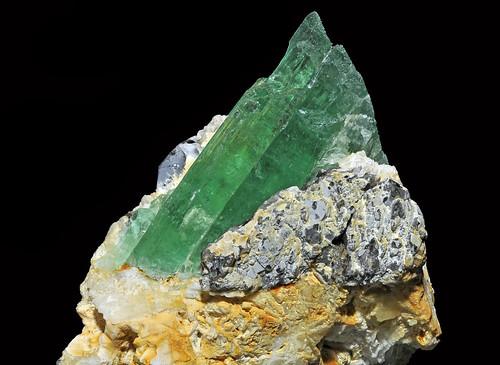 spodumene var. hiddenite, albite var. cleavelandite, quartz var. smoky quartz