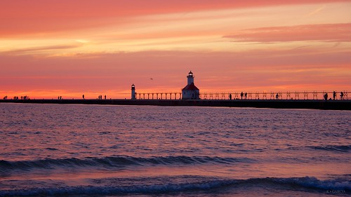 sunset lighthouse beach pier dusk michigan stjoseph saintjoseph silverbeach silverbeachcountypark