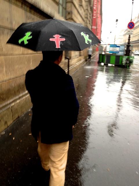 傘、ちっさ!