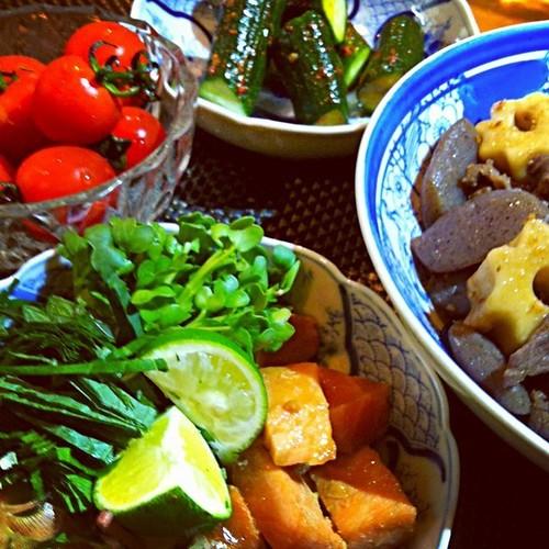 サーモン漬け…牛肉  ちくわ麩  蒟蒻煮  ミニトマト 胡瓜のピリ辛漬け