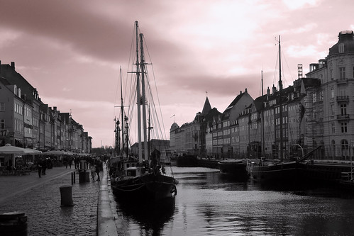 white house black water copenhagen denmark harbor boat canal harbour barche porto danish acqua danmark kopenhagen bianco nero københavn canale copenaghen danimarca danese flickrsfinestimages1 flickrsfinestimages2 andreamoscato