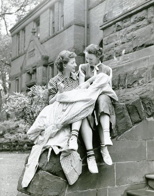 Students sitting on Alumni Hall Steps