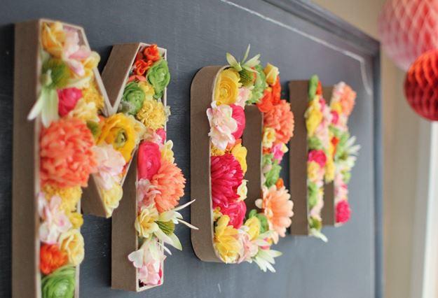 letras de carton con flores